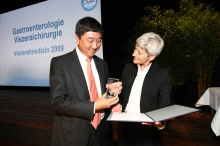 Prof. Joseph Sung receiving the Endoscopy Award 2009 in recognition of his outstanding scientific achievements in therapeutic endoscopy and continuous support to international exchange and training of researchers