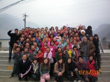 Prof. Joseph Sung and CUHK students visit a primary school at Leiguzhen, Beichuan County, one of the quake-hit areas in Sichuan (December 2008)