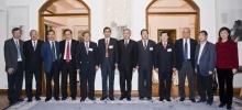 中大校长刘遵义教授(右六)接待中国工程院代表团