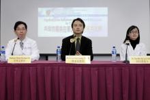 (左起)中大外科学系结直肠外科组教授吴兆文教授、中大内科及药物治疗学讲座教授陈家亮教授,以及中大内科及药物治疗学系名誉临床导师周佳礼医生