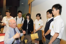 Sir Martin meets with more than a hundred tertiary and secondary school students to share his experiences