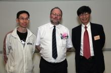 (左起)中大物理系朱明中教授、歐洲核子研究組織高級科學家Albert de Roeck教授,以及中大物理學講座教授楊綱凱教授 ,以及中大物理學講座教授楊綱凱教授