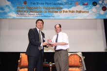 Prof. Joseph Sung, Vice-Chancellor of CUHK presents a souvenir to Prof. David Julius, The Shaw Laureate in Life Science and Medicine 2010