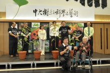 Dr. Hu Shiu-ying and Mr. George Jor, Convenors of CU Tree Project (front row), pictured with officiating guests
