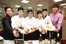 設備優良的示範廚房及品酒實驗室,讓學生學習烹調食物及調製餐飲的理論及技能