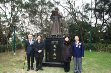 (From left) Dr. Ho Hau-wong, Prof. Andrew C. F. Chan, Ms. Li Xiaolin, daughter of the former President of People's Republic of China Mr. Li Xiannian and Dr. Lam Kin-chung take a photo with the Sun Yat-sen statue