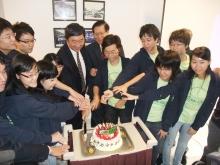 Prof. Joseph Sung and Prof. Ng Cheuk-yiu share the joy of the award-winning students
