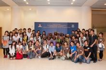 音乐会后,善衡书院学生与合唱团成员合照