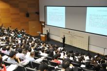 全球經濟及金融研究所任志剛教授於中大開講,全場爆滿。