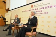 任志剛教授(右)與中大經濟學講座教授兼全球經濟及金融研究所所長廖柏偉教授主持問答環節。