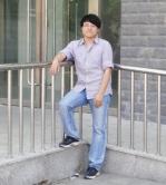 牛奔(蒙古族):当我觉得疲惫时,是手机壁纸上中大正门的四根华表给我加油。