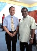 帕劳共和国副总统Kerai Mariur (右)会见林珲教授,对香港的支持表示感谢。