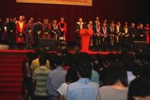 沈祖堯校長與全體師生為李天蔚同學的辭世默哀一分鐘