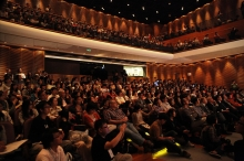講座現場座無虛席,不少出席者更於場內席地而坐,以一睹林先生的風采。