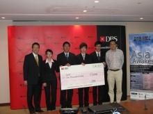 優勝隊伍成員(左二至左五)為中大風險管理科學課程學生王未吟、鄧梓宏、鍾承峰及魏琪琛