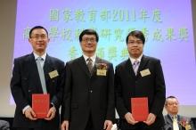 Prof. Wang Yixiang (left), Associate Professor, Department of Imaging and Interventional Radiology; and Prof. Leung Cham-fai Ken (right), Adjunct Assistant Professor, Department of Chemistry, CUHK, receive their award certificates from Mr. Li Naiyiu, President of Beijing-Hong Kong Academic Exchange Center.
