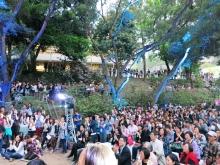 師生校友相聚於未圓湖欣賞各項藝文表演,氣氛熾熱而溫馨。