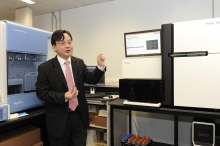 Prof. Lo Yuk-ming Dennis, Li Ka Shing Professor of Medicine and Chairman of Department of Chemical Pathology, CUHK, introduces 'safeT21' (sensitive analysis of fetal DNA for T21 screening) test, a clinical service for non-invasive prenatal diagnosis of Down syndrome by using state-of-the-art DNA sequencing technologies to analyse millions of DNA fragments from a mother's blood plasma and determine if there is an elevation in the amount of chromosome 21 DNA molecules which suggests the presence of a Down syndrome fetus.