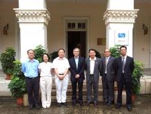 ESCAP代表團訪問香港天文台台長岑智明先生(中)
