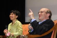 刘丽杏教授(左)及大卫‧朱维特教授。