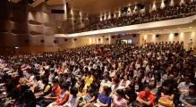 入學講座反應熱烈,全場滿座。
