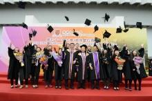 Dr. Vincent Cheng, Prof. Joseph Sung and Prof. Benjamin Wah share the joyful moment with graduates