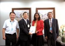 太空所所長林琿教授(左二)與聯合國ESCAP信息通信和減災司司長Shamika Sirimanne博士(右二)會面