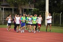 中大體育運動科學系助理講師李致和為金禧馬拉松隊隊員進行賽前訓練及指導。