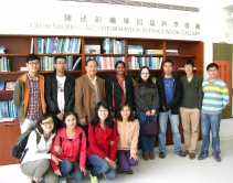 联合国亚太经社会总部通讯与减灾处处长Sirimannem博士(后排左四)到访太空所,并与林珲教授(后排左三)及志愿者会面。
