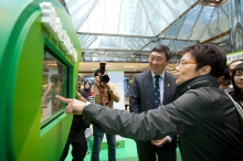Ms Christine LOH and Prof Joseph SUNG visit the interactive information and game booths.