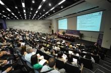 約三百名來自本地及海外的專業人士出席會議