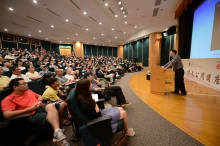 The lecture attracts a full house of audience.