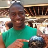 來自美國的Maxwell Okunola向美國的朋友推薦前來中大作交流。