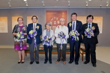 (From left) Ms. Louise Jones, University Librarian of CUHK; Prof. Lai Pan Chiu, Associate Dean of the Faculty of Arts; Prof. Lo Wai Luen (Xiaosi), Adviser, Hong Kong Literature Research Centre of CUHK; Mr. Liu Yichang, renowned Hong Kong writer; Prof. Joseph Sung, Vice-Chancellor of CUHK; and Prof. Ho Che Wah, Chairman of the Department of Chinese Language and Literature, CUHK.