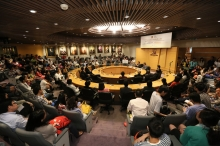 The lecture receives a full house of more than 200 audiences.