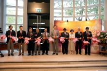 (From left) Prof. Tang Chung, Director of Centre for Chinese Archaeology and Art, CUHK; Prof. Josh Yiu, Associate Director of the Art Museum, CUHK; Prof. Leung Yuen-sang, Dean of Arts, CUHK; Dr. Li Hairong, Deputy Director of Shenzhen Municipal Institute of Cultural Relics and Archaeology; Prof. Bai Yunxiang, Deputy Director of the Institute of Archaeology, Chinese Academy of Social Sciences; Prof. Joseph J. Y. Sung, Vice-Chancellor of CUHK; Mr. He Gang, Researcher of Hunan Provincial Institute of Cultural Relics and Archaeology; Prof. Yip Hon-ming, Chair of Department of History, Dr. Louis Ng Chi-wah, Assistant Director of Heritage and Museums, Leisure and Cultural Services Department; and Prof. Archie C.C. Lee, Director of Institute of Chinese Studies, CUHK; officiate at the opening ceremony of 'CHINA UNEARTHED: Soaring Phoenix, Rising Dragon' Exhibition.
