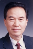 Prof. Jiang Jingshan of the Division of Information and Electronic Engineering