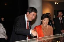 Prof. Joseph Sung and Prof. Jenny So appreciate the exhibits.