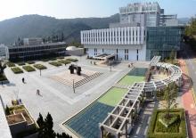 圖書館擴建後保留了大學廣場建築群的原貌