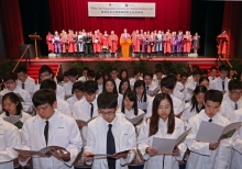 Led by Prof. Francis Chan, Dean of Faculty of Medicine, the medical students take the oath to uphold the highest professional ethics and take good care of patients under the witness of their parents, friends and teachers.