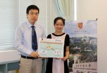 中大信息工程學系黃建偉教授(左)及其博士生羅元女士