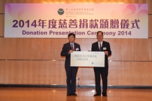 (Left) Prof. CHAN Sun-On, Assistant Dean, Faculty of Medicine, CUHK receives the cheque from Mr Tsang Tak-sing, GBS, JP, Secretary for Home Affairs.