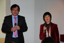 Prof. Ho Che-wah, Chairman, Department of Chinese Language and Literature, CUHK (left) introduces the meaning of ram in ancient Chinese.