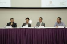 (左起)中華基金中學區光榮校長、「綠星級環保大使2014」高松傑先生,以及大埔舊墟公立學校(寶湖道)徐俊祥校長分享綠色生活經驗和推行環保政策的心得。