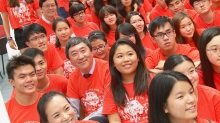 Prof. Joseph Sung and freshmen of Morningside College.