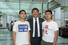 Prof. Joseph Sung and the gifted brother entering CUHK this year, Wong Yuk (left) and Wong Yat (right).