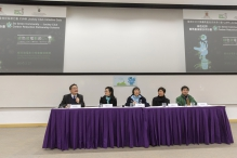 (From 2nd left) Ms Vivian Ho, Director of Campus Planning and Sustainability Office of CUHK; Dr Rebecca Lee, Founder of Polar Museum Foundation and Honorary Fellow of CUHK; Ms Idy Wong, Head of Sustainable Living and Agriculture Department of Kadoorie Farm and Botanic Garden, and Dr Yau Wing-kwong, CEO of Environmental Association comment on students' works.