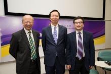 (左起) 中大副校长许敬文教授、亚开行首席经济学家魏尚进教授及中大伟伦经济学讲座教授及经济学系系主任张俊森教授。