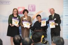 Mr. Steve So (2nd right) presents the 'Gold Award' certificates to Prof. Michael Hui, Pro-Vice-Chancellor of CUHK (1st right), Dr. Anita Leung Fung-yee, Chairman, Committee of Overseers of Lee Woo Sing College, CUHK (2nd left) and Ms. Louise Jones, University Librarian of CUHK.