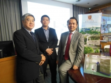 (From right) Prof. Liu Yun-hui, Dr. Li Lu-yang, Chief Technology Officer, VisionNav Robotics Limited and Prof. Walter Ho, Director, Office of Research and Knowledge Transfer Services, CUHK.